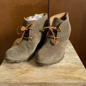 Sperry Brand Tie Front Suede Wedge Boots EUC 10M
